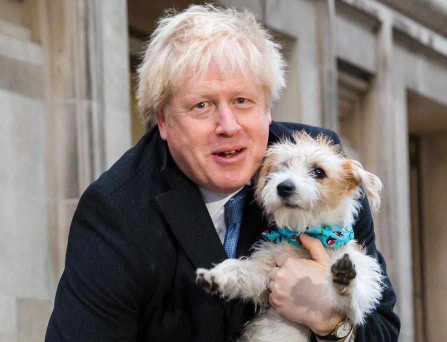 Pääministeri Boris Johnson äänesti mukanaan koiransa Dylan.