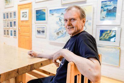 Taivaallista rauhaa ja rehevää elämäniloa – 70-vuotias pöntsöläistaiteilija Reijo Raekallio pyörittää sulavasti hulavannetta