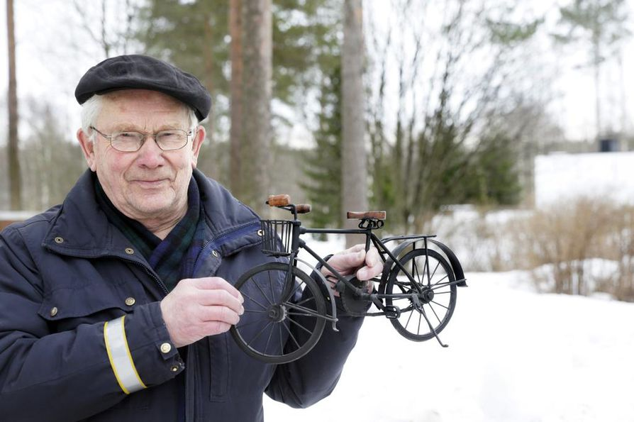 Mauri Myllylä pyöräilee kotikaupungissaan Oulussa päivittäin. Kaupungininsinöörin työstä eläkkeelle jäätyään hän on jatkanut toimintaansa pyöräilyn hyväksi muun muassa liikenneministeriön ja konsulttiyrityksen palveluksessa.