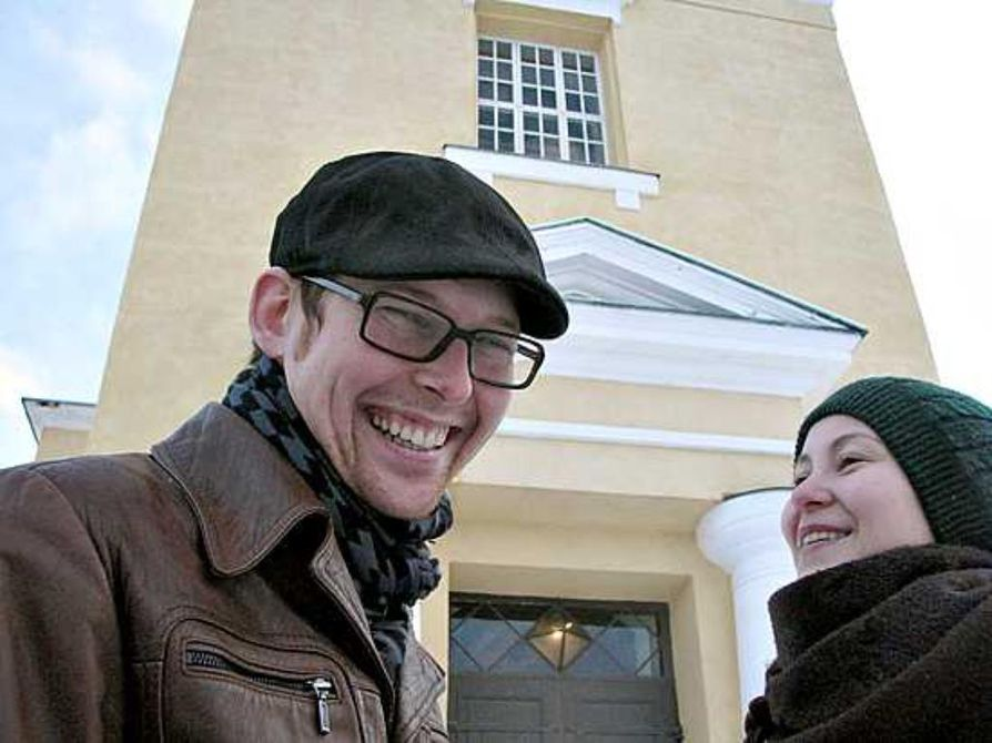 Joni Paaso (vas.) eikä Maria Kunnari luokittele ihmisiä sen mukaan, kuuluuko kirkkoon vai ei.