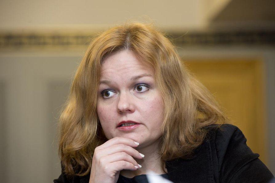 Perhe- ja peruspalveluministeri Krista Kiuru (sd.) kertoi perjantaina sote-uudistuksen tilanteesta.
