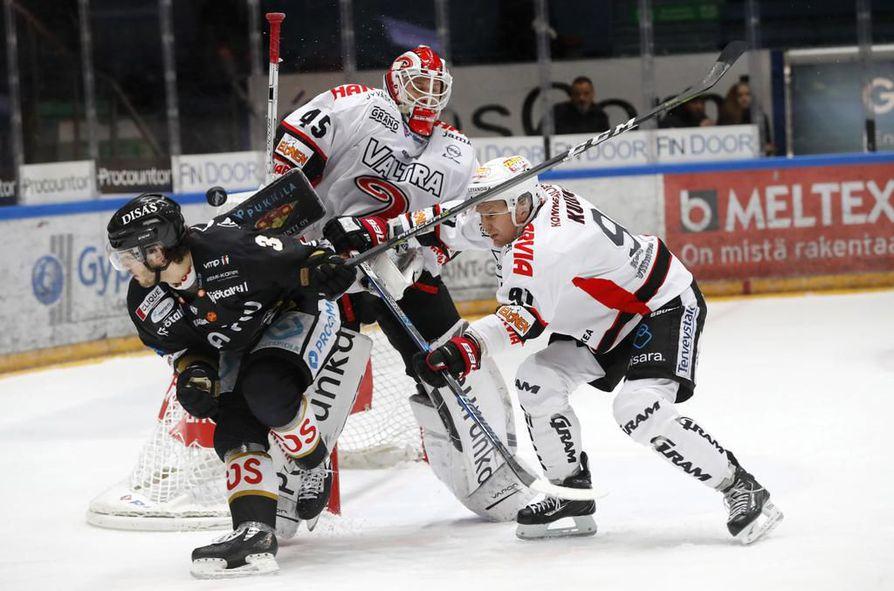 Sarjaa johtava Kärpät otti Liigassa seitsemännen peräkkäisen voittonsa, kun se kaatoi vieraissa JYPin 1-0.  Arkistokuva.