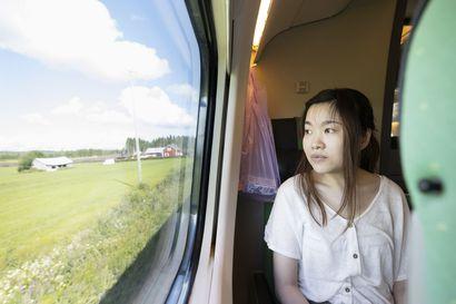 Oulun ja Kuopion välinen junayhteys valittiin yhdeksi Euroopan kauneimmista reiteistä – Suomalaiset ihmettelevät the Guardianin valintaa, kun taas turistit ylistävät matkan maisemia
