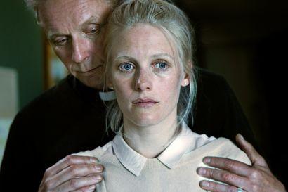 Päivän leffapoiminnat: Syyllisyys jomottaa ja salaisuudet värisevät suomalaisjännärissä