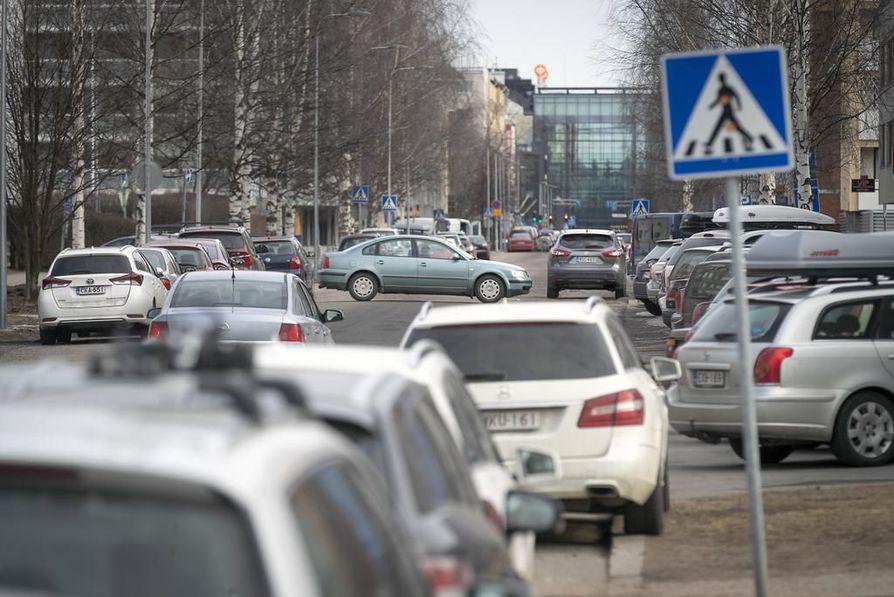 Kuluttajien aiheuttamista päästöistä suurin osa tulee liikenteestä ja kaukolämmön kulutuksesta.