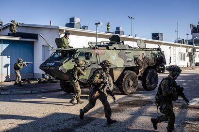 Vihollisjoukot valtasivat lentoaseman – paikallispuolustusharjoituksessa testattiin Lapin viranomaisten yhteistoimintaa