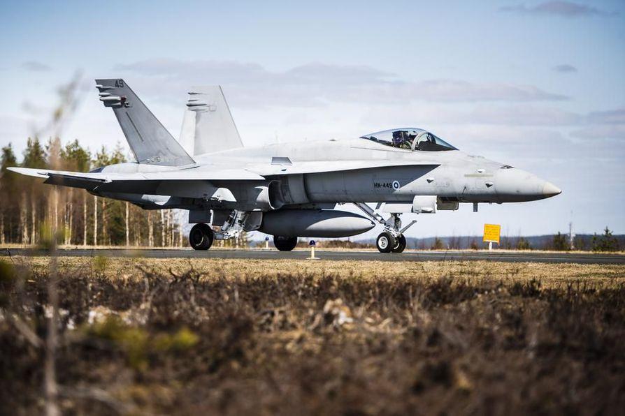 Hornet-hävittäjä arkistokuvassa.
