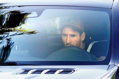 Leo Messi palasi Barcelonan harjoituksiin
