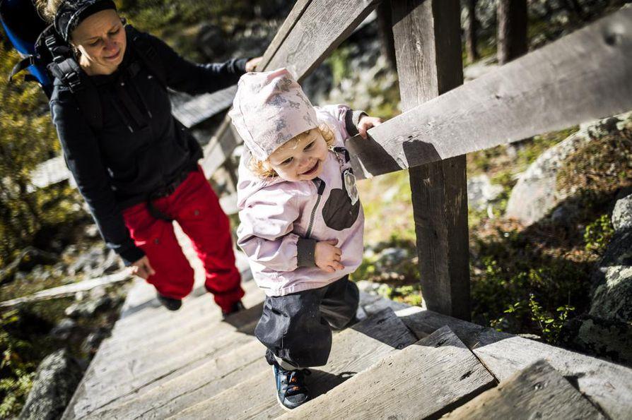 Yleisin virhe lasten kanssa retkeiltäessä tai vaeltaessa on edetä aikuisten ehdoilla ja liian pitkälle. Retki omalle kotipihalle ei ole yhtään sen huonompi retki kuin jonnekin kauemmas.