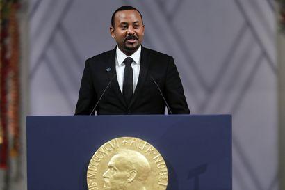 """Etiopiassa pelätään """"täysimittaista humanitaarista kriisiä"""" – Nobelin rauhankomitea kehotti viime vuoden palkinnon saajaa lopettamaan väkivaltaisuudet"""