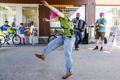Jopelokin taipui tanssiksi – Rimpparemmi tekee esityksiä päivän uutisaiheista yhdessä rovaniemeläisten kanssa