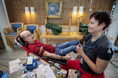 Aina joku tarvitsee verta: koronavirus ei vähennä verenluovuttajien tarvetta
