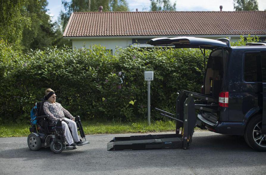 Pakettiauton hankkiminen oli Anni Mannelinille ja tämän puolisolle tarkkaan harkittu, mutta käytännössä välttämätön ratkaisu.