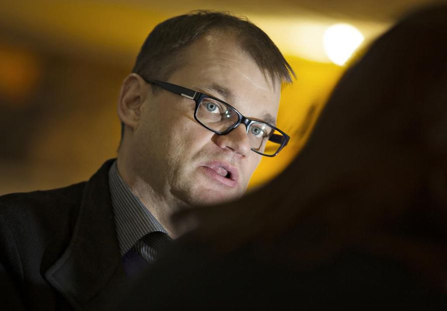 Keskustan puheenjohtaja Juha Sipilä vaatii kovia toimia.