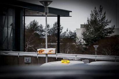 Taksihinnoista ilmoittaminen muuttuu helmikuussa – matkustajan saatava tietää matkan hinta ennen taksiin nousua
