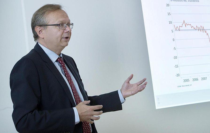 OP:n pääekonomisti Reijo Heiskanen pitää tärkeänä, että hallitus keventää palkkaverotusta osana yhteiskuntasopimusta. Arkistokuva.