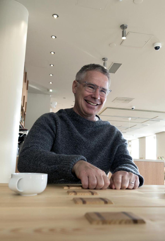 Saku Tuominen omistaa osuuden lokakuussa Helsinkiin avatusta Espa-ravintolasta yhdessä Helena Puolakan, Eero Vottosen ja Jyrki Sukulan kanssa.
