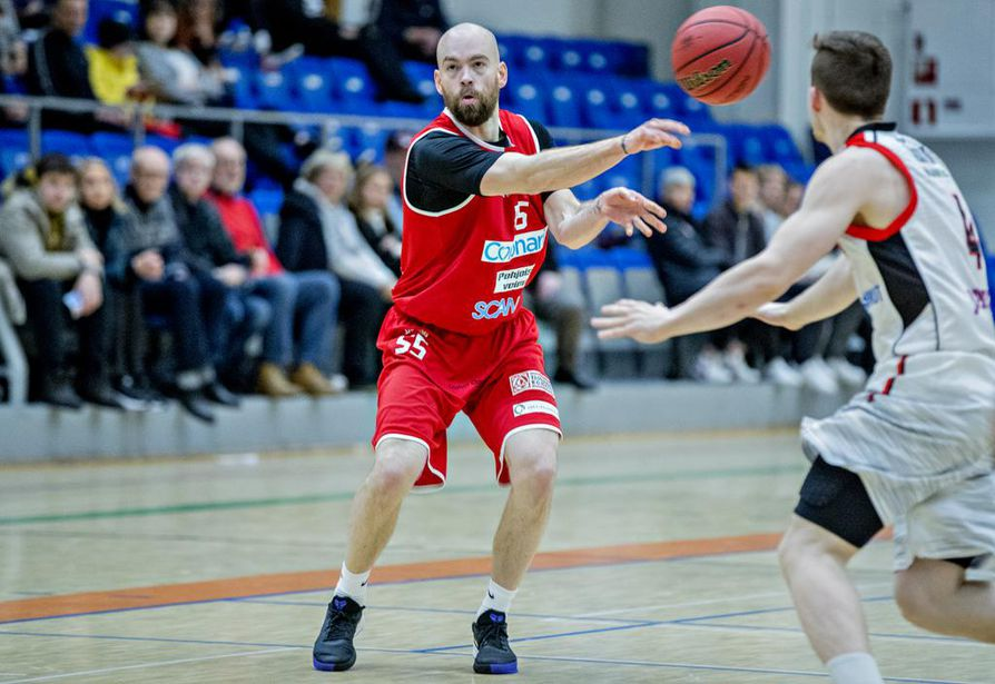 Yli 300 liigaottelua pelanneen Jussi Eskolan kokemus on Ynnille kullanarvoista.