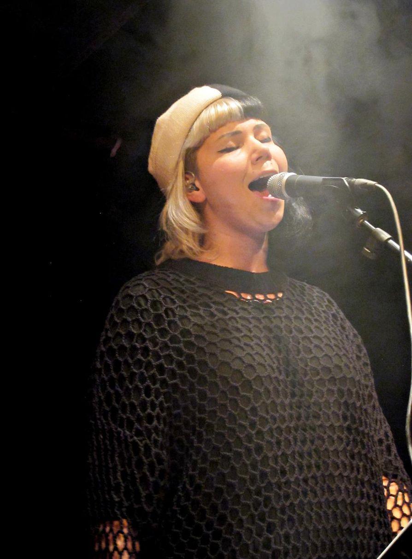 Vesta esiintyi keväällä Oulussa. Musiikki on tuoretta suomipoppia.
