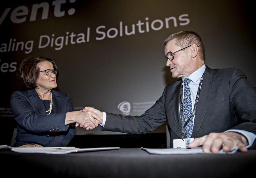Oulun kaupunginjohtaja Päivi Laajala ja Viron kuntaministeri Jaak Aab allekirjoittivat ensimmäisinä julkilausuman, jonka pohjalta eurooppalaiset kaupungit ja yhteisöt edistävät yhdessä digitaalista muutosta Euroopassa.