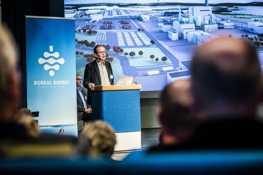 Sellun hinta tipahti 800 dollariin eli noin 716 euroon tonnilta. Kemijärvelle biojalostamoa suunnittelevan Boreal Biorefin toimitusjohtajan Heikki Nivalan mukaan tämä on edelleen kannattava hinta.