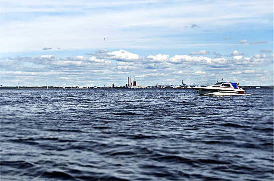 Liikennevirasto kehottaa merenkulkijoita ja sisävesillä liikkuvia suhtautumaan vesiväylien turvalaitteiden sijainteihin varauksella rankan talven jäljiltä. Arkistokuva.