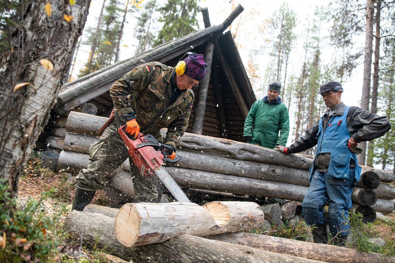 Talkoilla uudet pitkospuut – Haaralammen pitkospuiden uusiminen liittyi osana Kuusamon kylien yhteisten vesialueiden palvelurakenteiden kunnostukseen