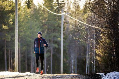 Sydämentahdistin ei hidasta Matti Tennilän menoa – 65-vuotias kestävyysjuoksija tähtää jälleen tosissaan aikuisurheilukilpailuihin