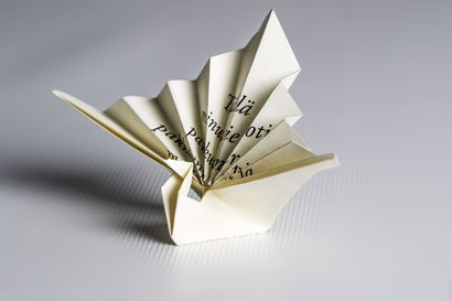 Kirjastolla pikatreffit runojen äärellä – 15 minuuttia aikaa runolle ja keskustelulle