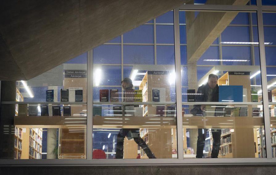 Pääkirjaston ikkunoita lisättiin vuonna 2013 tehdyn remontin yhteydessä. Nyt ikkunaseinä on rakennuksen suunnittelijoiden alkuperäisen idean mukainen.