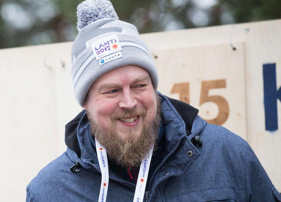 Kirjailija Tuomas Kyrö on tuttu kasvo suositusta Hyvä ja huonot uutiset -sarjasta.