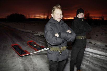 """Lumijokisten partiopoikien rakentamat JR27-ahkiot ovat saaneet nimensä talvisodasta – """"Nykyisin tätä kiskotaan pitkin ja poikin pöpelikköjä"""""""