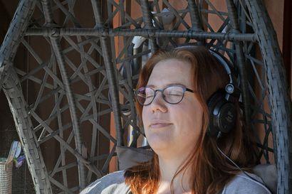 """Keulakuva on poissa, mutta Yö soi kempeleläisen Janikan kuulokkeissa edelleen usein: """"Pidän erityisesti Yön menevimmistä biiseistä ja Ollin ääni sopii muutenkin paremmin juuri sellaisiin kappaleisiin"""""""