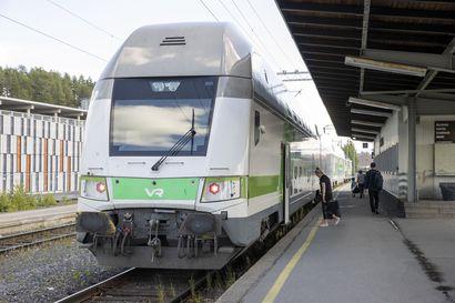 Vaunu putosi kiskoilta – aiheuttaa häiriötä myös Oulusta lähtevälle ja saapuvalle junaliikenteelle