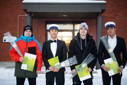 Ammattiin valmistuneet saivat juhlansa Kuusamossa – Kaikille etäopiskelu ei sovi, opinnot viivästyvät viidellä prosentilla