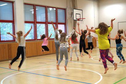 Liikuntakatkokin iskee terveyteen – sisäliikuntatilojen sulkemisen kynnys tulee Oulussakin pitää korkeana