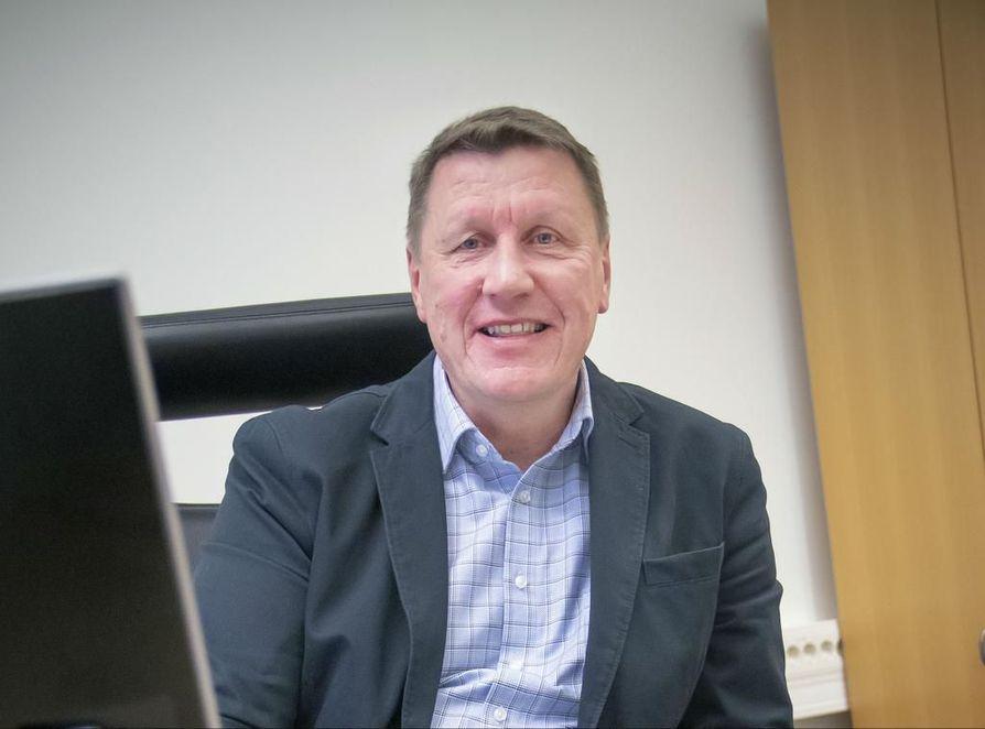 Oulun Seudun Sähkön toimitusjohtaja Risto Kantola kertoo, että tavoitteena on olla Suomen kolmen edullisimman sähkönmyyjän joukossa.