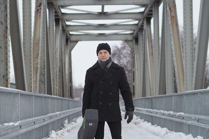 """Tänään Raahessa esiintyvä Lauri Tuohimaa kiertää Suomea trionsa kanssa, mutta vuosikymmenen alussa bänditouhut olivat lopussa ja elämä kriisissä: """"Sairastuin fyysisesti ja taisin vähän väsähtääkin"""""""