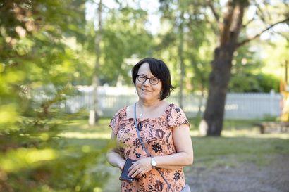 Monen maaltamuuttajan toinen jalka pysyy kotiseudulla – Rita Kumpulainen koki suurimmat kasvukipunsa vuosikymmeniä sitten, kun muutti pienestä tunturikylästä lukioon Kemiin