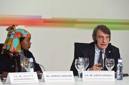 Tshadilaiset naiset mukaan internetin vallankumoukseen – maassa käytetään nettiä kuudenneksi vähiten maailmassa