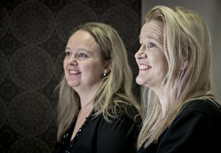 Sisarukset Satu (vas.) ja Kristina ovat ylpeitä isoisoisänsä perustamasta yrityksestä.