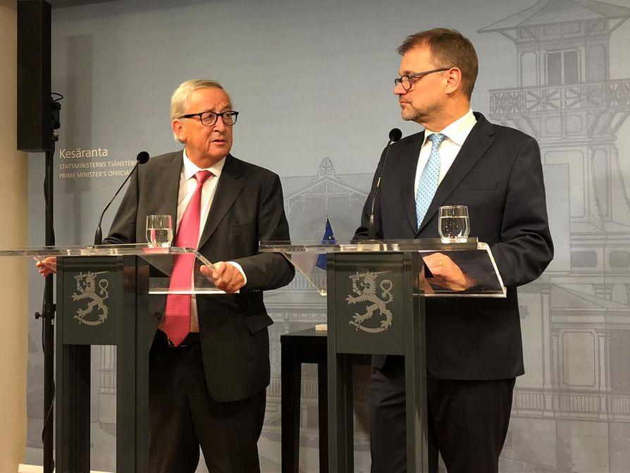 Komission puheenjohtaja Jean-Claude Juncker ja Suomen pääministeri Juha Sipilä intoutuivat vitsailemaan yhteisessä tiedotustilaisuudessaan torstaina.