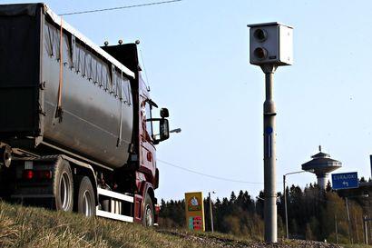 """Autoliitto: Nopeusvalvontakamerat pitäisi sijoittaa tunnettuihin vaaran paikkoihin – """"Tieto nopeusrajoituksesta ja kameravalvonnasta tehostaa rajoituksen noudattamista"""""""