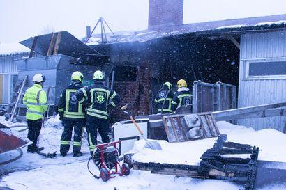 Uhkaavasta palosta selvittiin pannuhuoneen tuhoutumisella – Esko Leinonen pelkäsi tulen nielevän elämäntyönsä