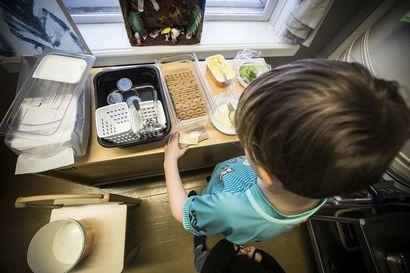Päiväkodeissa opitaan itsenäistä ruokailua: Itse annosteltu tulee syötyä