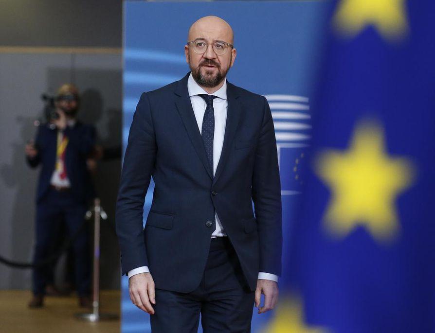 Eurooppa-neuvoston puheenjohtaja Charles Michel saapuu kokoukseen Brysseliin. Europarlamentti on jo ilmoittanut, ettei se hyväksy hänen esitystään EU-maiden tulevien vuosien budjettikehykseksi.