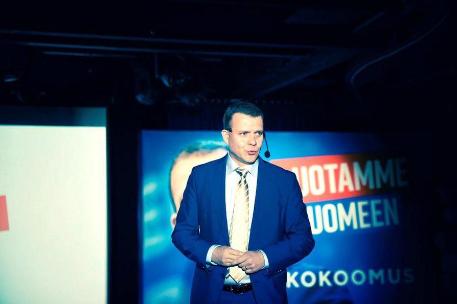 Petteri Orpo kertoi kokoomuksen näkemyksistä puolueen vaaliristeilyllä viikonloppuna. Veroratkaisut ja sosiaaliturvan ja työelämän uudistaminen ovat kärjessä.