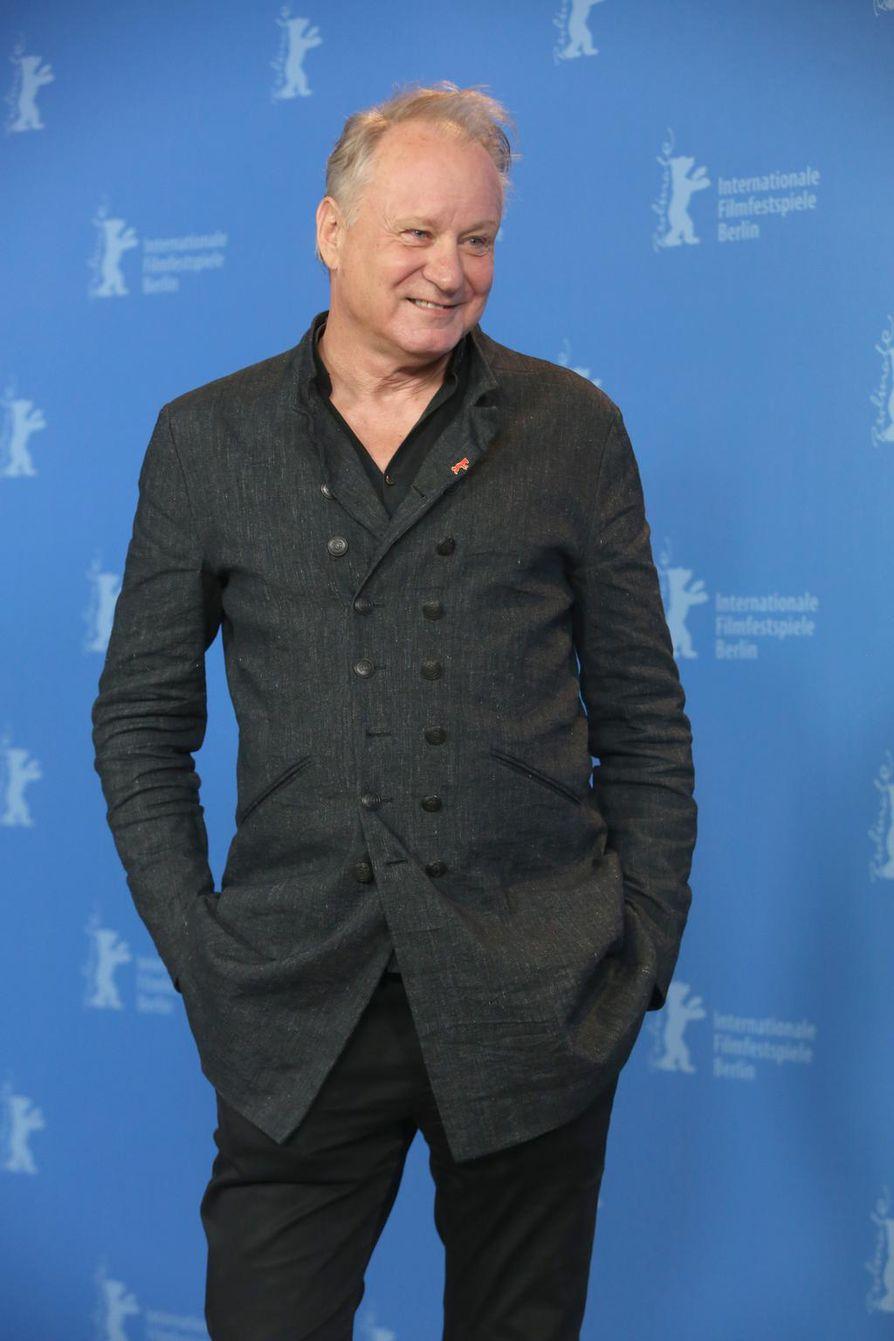 Stellan Skarsgårdin kansainvälinen läpimurto tapahtui jo vuonna 1996 Breaking the Waves -elokuvan pääosassa. Tähän mennessä rooleja on takana 145 kappaletta. Uusin työ Chernobyl-tv-sarjassa esitetään HBO-kanavalla toukokuussa.