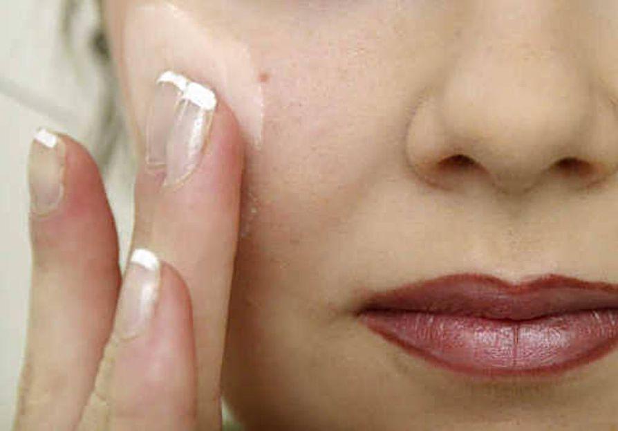 Itse kunkin iholle sopivat tuotteet löytyvät kokeilemalla. Ihotyypin määrittely säännöllisin väliajoin auttaa etsinnässä.