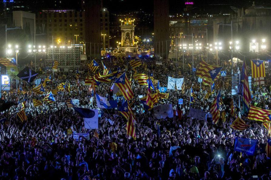 Tukikonsertti veti tuhansia katalaaneja.